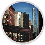 Chicago L Between The Walls Round Beach Towel