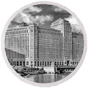 Round Beach Towel featuring the photograph Chicago Merchandise Mart Black And White by Christopher Arndt