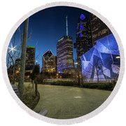 Chicago Skyline Form Maggie Daley Park At  Dusk Round Beach Towel