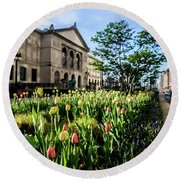 Chicago's Art Institute One Early Spring Morning Round Beach Towel