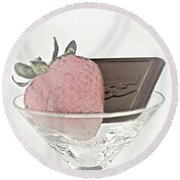 Chocolate And Strawberry Martini Round Beach Towel