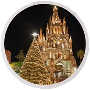 Christmas In San Miguel Round Beach Towel