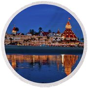Christmas Lights At The Hotel Del Coronado Round Beach Towel