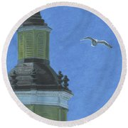 Church Steeple With Seagull Round Beach Towel