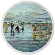 Clamdigging Family Round Beach Towel