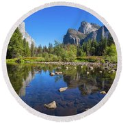 Classic Valley View Round Beach Towel