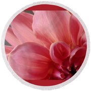 Close-up Dahlia Round Beach Towel