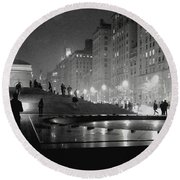 Round Beach Towel featuring the photograph Closing At The Met by Sandy Moulder