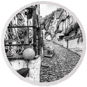 Cobbled Streets Of Clovelly Round Beach Towel
