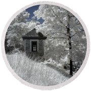Colonial Williamsburg Shed On A Hill Round Beach Towel