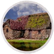 Cottage In The Highlands Round Beach Towel
