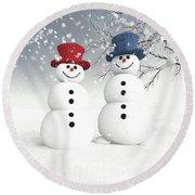 Couple Of Snowmen Round Beach Towel