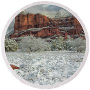 Courthouse In Winter Round Beach Towel