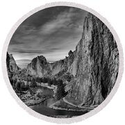 Crooked River Black And White Round Beach Towel