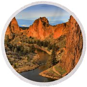 Crooked Riverbend Portrait Round Beach Towel