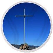 Cross On Fremont Peak Round Beach Towel