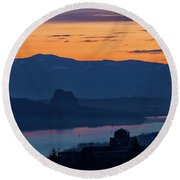 Crown Point And Beacon Rock At Dawn Round Beach Towel