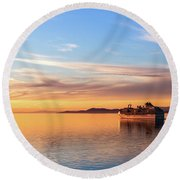 Cruising Into The Sunset Round Beach Towel