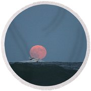Cruising On A Wave During Harvest Moon Round Beach Towel