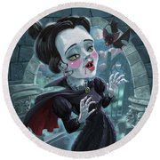 Cute Gothic Horror Vampire Woman Round Beach Towel