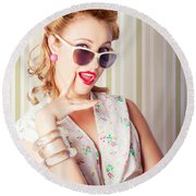 Cute Pinup Fashion Girl With Surprised Expression Round Beach Towel