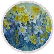 Daffodils Dance Round Beach Towel