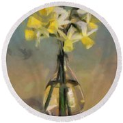 Daffodils In Glass Vase Round Beach Towel