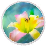 Daylily In Blue Round Beach Towel