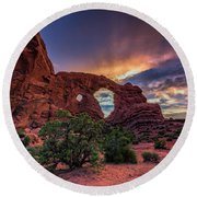 Day's End At Turret Arch Round Beach Towel