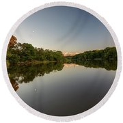 Day's End On The Creek Round Beach Towel