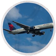 Delta Air Lines 757 Airplane N668dn Round Beach Towel
