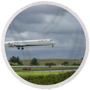 Delta Airlines Mcdonnell Douglas Aircraft N952dl Hartsfield-jackson Atlanta International Airport Round Beach Towel