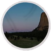 Round Beach Towel featuring the photograph Devil's Tower At Dusk by Gary Lengyel