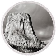Devil's Tower Black And White Round Beach Towel