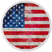 Distressed American Flag On Old Brick Wall - Horizontal Round Beach Towel