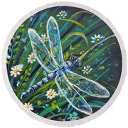 Dragonfly And Daisies Round Beach Towel