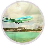 Dramatic Landing At St Maarten Round Beach Towel