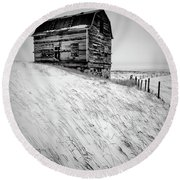 Dutch Barn In Winter Round Beach Towel