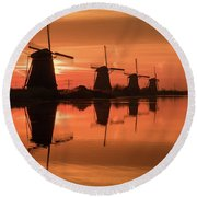 Dutch Sillhouette Round Beach Towel