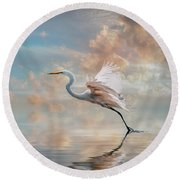 Early Morning Egret Round Beach Towel