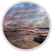 Early Morning Low Tide On The North Shore Round Beach Towel