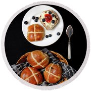 Easter Hot Cross Buns  Round Beach Towel