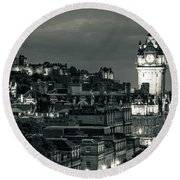 Edinburgh In Black And White Round Beach Towel