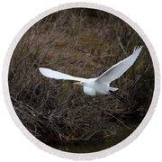 Egret In Flight Round Beach Towel