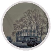 Farmhouse In Morning Fog Round Beach Towel by Sandy Moulder