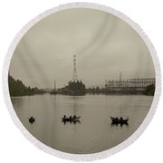 Fishing On Foggy Columbia River Round Beach Towel
