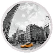 Flatiron Building With Iconic Yellow Taxi Round Beach Towel