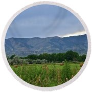 Foothills Of Fort Collins Round Beach Towel