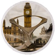 Fountain With Big Ben Round Beach Towel