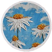 Four Daisies Round Beach Towel